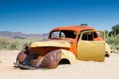 Samochodowy wrak w pustyni Zdjęcie Royalty Free