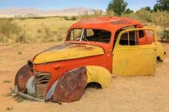 Samochodowy wrak w pustyni Fotografia Royalty Free