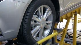 Samochodowy zawieszenie test przy samochód fabryką, zakończenie zbiory wideo