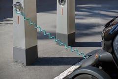 samochodu ładować elektryczny Obrazy Royalty Free