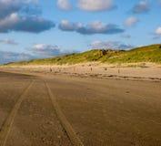 Samochodu ślad na plaży Zdjęcia Stock