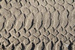 Samochodu ślad na seashore piasku tło abstrakcjonistyczna tekstura Obraz Stock