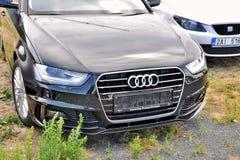 Samochodu Audi parki w rzędzie Obrazy Stock