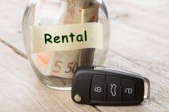 Samochodu czynsz pieni?dze szk?o, samochodu klucz i mapa samochodowa -, obraz royalty free