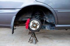Samochodu hamulca i zawieszenie systemu utrzymanie w strefa lokalna garażu zdjęcia stock
