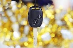 Samochodu klucz na złota i srebra tle Zdjęcie Royalty Free