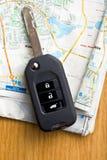 Samochodu klucz z mapą Zdjęcia Stock