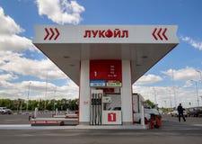 Samochodu ` Lukoil refueling ` Obrazy Royalty Free