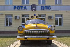 Samochodu policyjnego GAZ-21 ` Volga ` od firmy DPS w wiosce Dzhemete, Anapa Zdjęcie Royalty Free