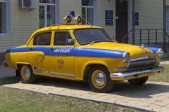 Samochodu policyjnego GAZ-21 ` Volga ` przed firmą policja drogowa w wiosce Dzhemete, Anapa Fotografia Stock