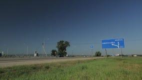 Samochodu ruch na droga moscie zbiory wideo