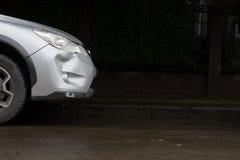 Samochodu srebra koloru trzaska szkody awarii rekordowy wypadek Fotografia Stock