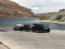 Samochody jeziorem obrazy royalty free