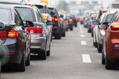 Samochody na autostradzie w ruchu drogowego dżemu obrazy royalty free