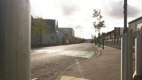 Samochody na drodze i sztuce na ścianie zbiory wideo