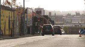Samochody na drodze w mieście zbiory wideo