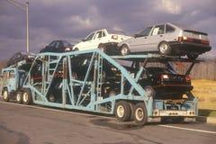 Samochody na transport ciężarówce Obraz Stock