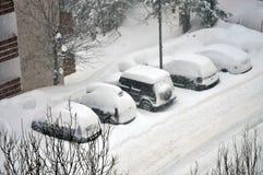 Samochody pod śniegiem zdjęcia stock
