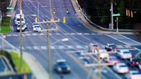 Samochody przy światła ruchu na drodze zbiory