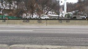 Samochody przy Naberezhne autostradą inny punkt widzenia zbiory wideo