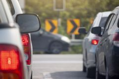 samochody przyskrzyniają drogowego ruch drogowy obraz stock