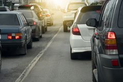 samochody przyskrzyniają drogowego ruch drogowy zdjęcie stock