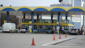 Samochody Refuel W Benzynowej staci zbiory