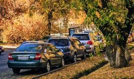 Samochody w jesieni obraz stock