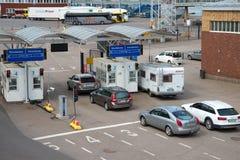 Samochody w linii dla ładować dennym promem firmy ` Silja linii ` helsinki port Zdjęcia Stock