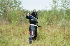 Samoeraien met zwaard in de positie van het defensiegevecht Royalty-vrije Stock Foto's