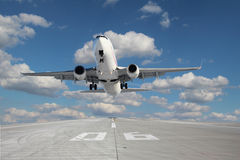 Samolot bierze daleko Zdjęcia Royalty Free