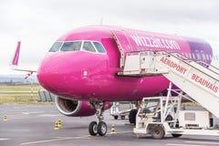 Samolot blisko śmiertelnie bramy przygotowywającej dla start Zdjęcie Stock