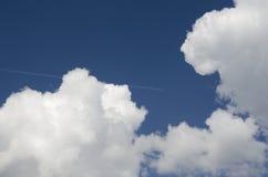 samolot chmurnieje latanie Fotografia Royalty Free