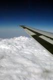 samolot chmury skrzydła. Obrazy Stock