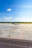 Samolot czeka w parking jego odjazd Obraz Stock
