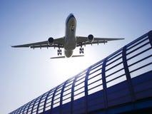 samolot daleko bierze Zdjęcia Royalty Free