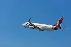 Samolot firmy UTair start od Boryspil lotniska międzynarodowego Fotografia Stock