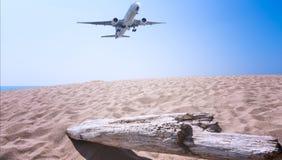 Samolot latał przy lotniskiem fotografia royalty free