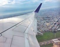 Samolot lata nad Ho Chi Minh miastem Obrazy Royalty Free