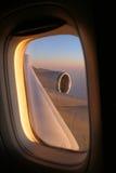 samolot latania podróży przez okno Zdjęcia Royalty Free