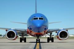 samolot na lotnisko Zdjęcie Stock