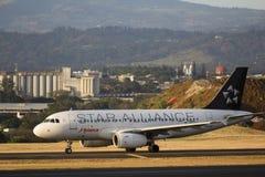 Samolot na pas startowy zdjęcia royalty free