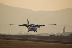 Samolot na pas startowy obrazy royalty free