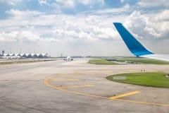 Samolot na pasie startowym obrazy royalty free