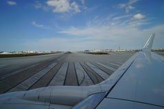 Samolot na pasie startowym Zdjęcie Stock