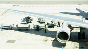 Samolot na pasie startowym Barcelona Zdjęcia Royalty Free