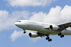 Samolot na podejściu ziemia Fotografia Royalty Free