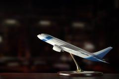 Samolot na stole Obrazy Stock