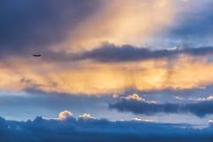 Samolot nad Kochany schronienie zdjęcia royalty free