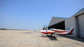 Samolot parkujący zdjęcia stock